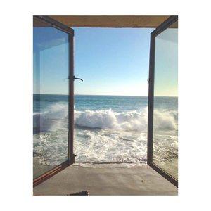 Les enfants, pensez à fermer la fenêtre en partant, on sait jamais... #freedom #roomwithaview #laservietteparis #homedecor #homelinen #decointerieure #decorationinterieure #lingedemaison  #lingedebain #lingedelit  #serviettedeplage #lisere #boutique #30rueduvertbois #75003