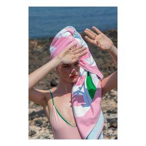 Toujours commencer sa journée par un bain de mer #lerêve #laservietteparis #lingedemaison #lingedelit #lingedebain #serviettesdeplage #homelinen #homedecor #decorationinterieure @lesliemasson 📸@laurebernardphotography